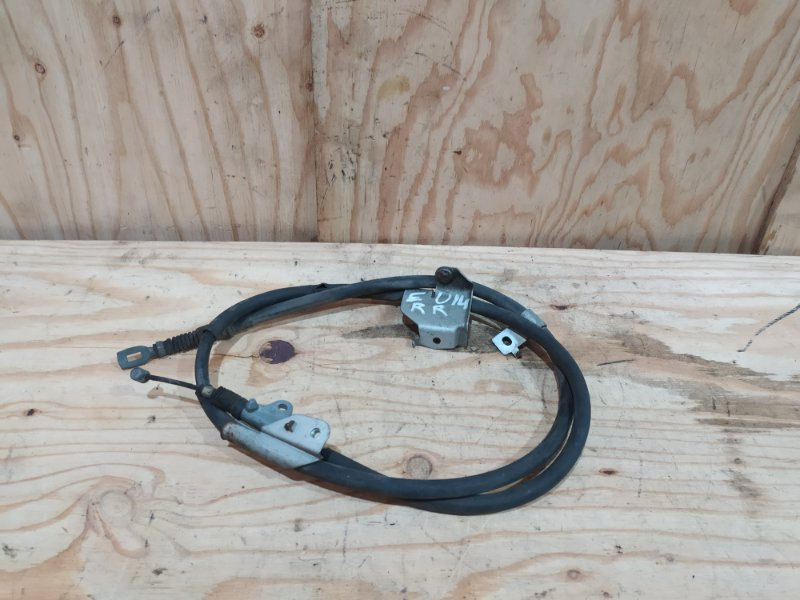 Трос ручника Nissan Bluebird EU14 SR18DE 1997 правый