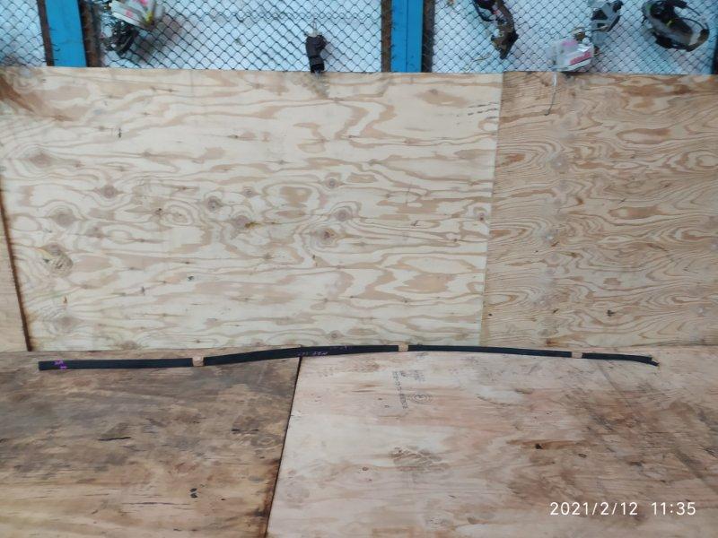 Молдинг на крышу Toyota Ractis NSP120 1NR-FE 2012