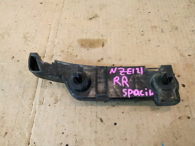 Клипса бампера Toyota Corolla Spacio NZE121N 1NZ-FE 2001 задняя правая