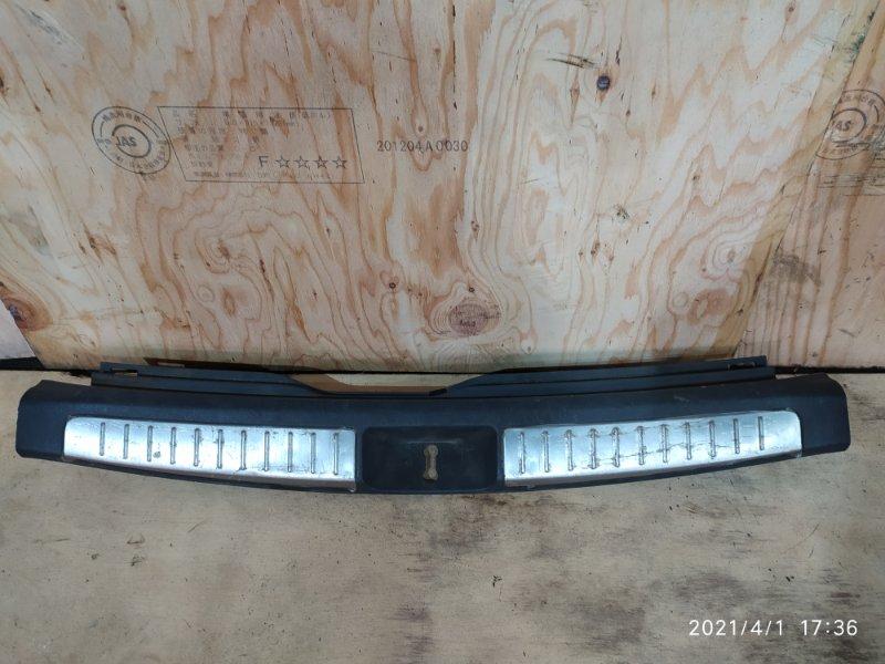 Накладка багажника Toyota Avensis AZT250W 1AZ-FSE 2004