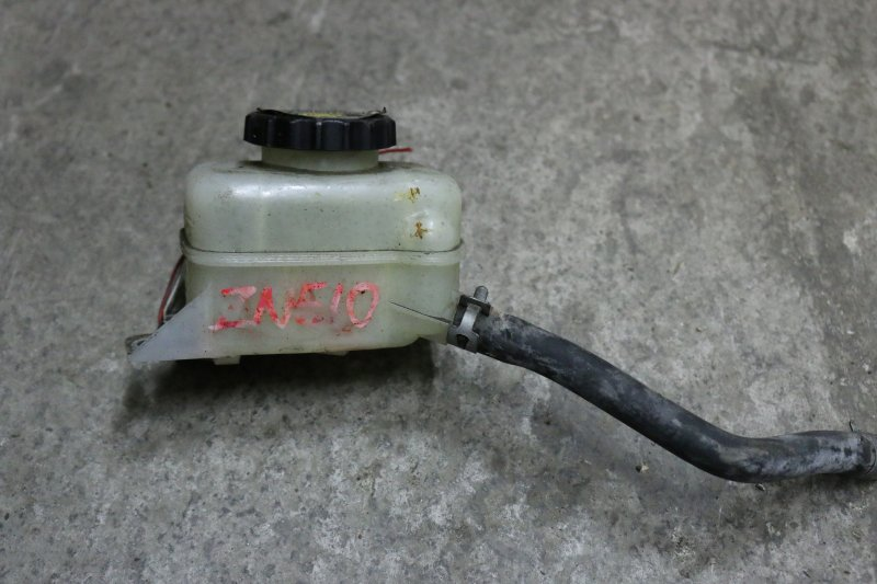 Бачок для тормозной жидкости Toyota Wish ZNE10 1ZZ 2003 с шлангом (б/у)