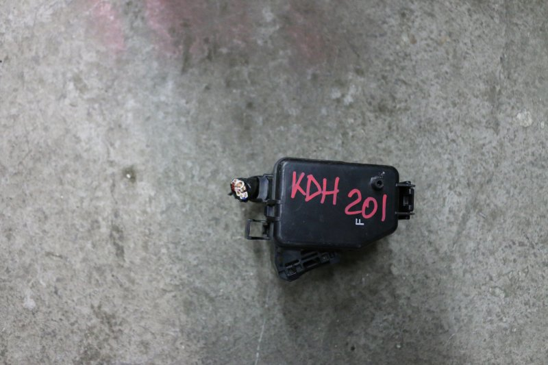 Блок предохранителей Toyota Hiace KDH201 1KD 2014 Маленький (б/у)