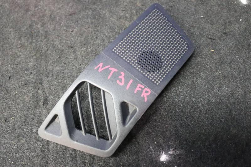 Решетка вентиляционная Nissan X-Trail NT31 MR20 2011 передняя правая (б/у)
