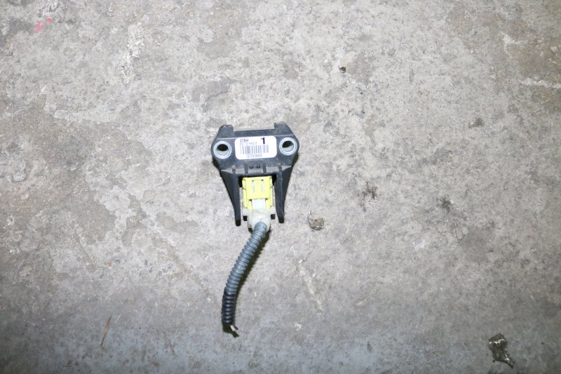 Датчик airbag Toyota Vitz KSP90 1KR (б/у)
