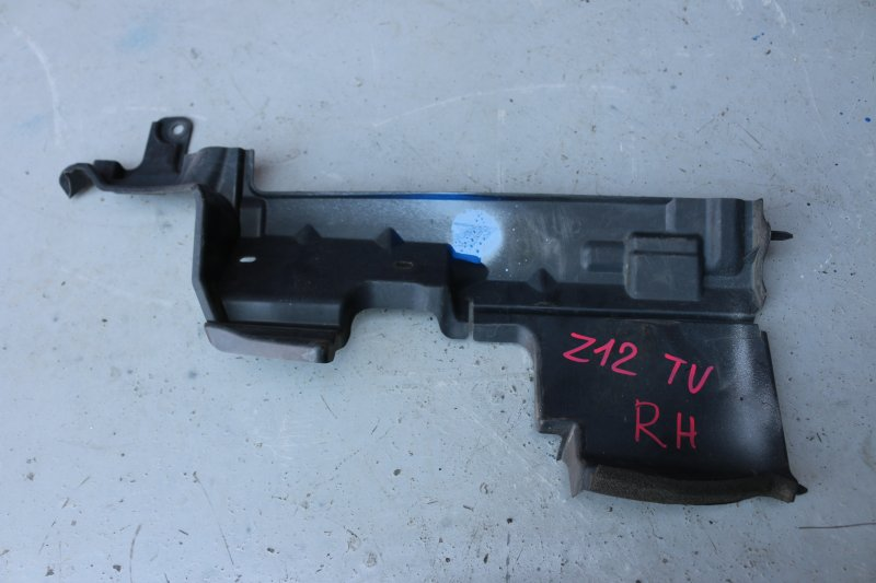 Дефлектор радиатора Nissan Cube Z12 HR15 2009 правый (б/у)