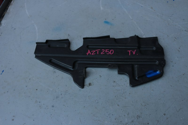 Дефлектор радиатора Toyota Avensis AZT250 1AZ 2004 правый (б/у)