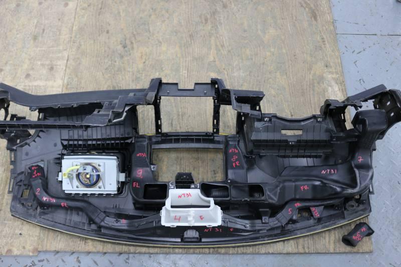 Патрубок воздухозаборника Nissan X-Trail NT31 MR20 2011 левый под торпедо (б/у)