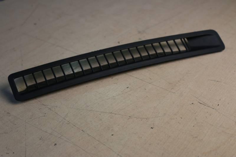 Решетка вентиляционная Nissan X-Trail NT31 MR20DE 2011 правая (б/у)