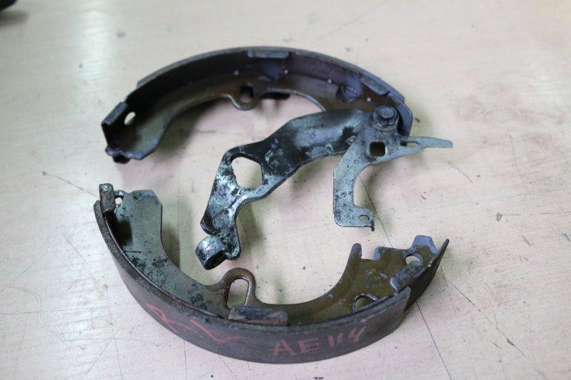 Колодки тормозные Toyota Sprinter Carib AE114 задние левые Комплект на одно колесо (б/у)