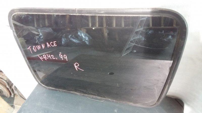 Стекло боковое Toyota Town Ace Noah KR42 3S 1999 правое (б/у)