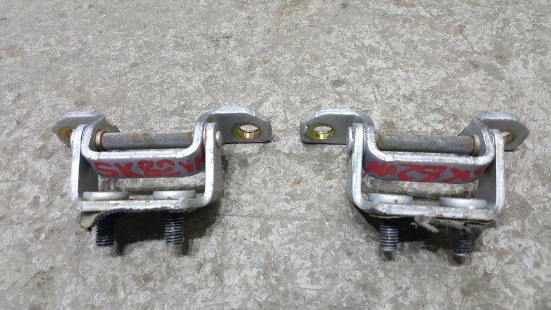 Крепление двери багажника Nissan Vanette SK82VN F8 1999 Комплект из двух штук. Цена (б/у)