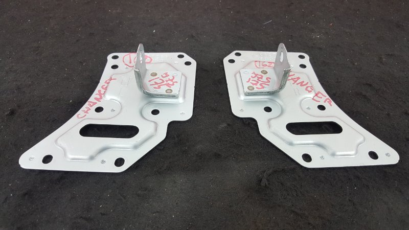 Крепление магнитолы Toyota Crown JZS175 2JZ-FSE 2001 Продаются парой, цена за пару. (б/у)