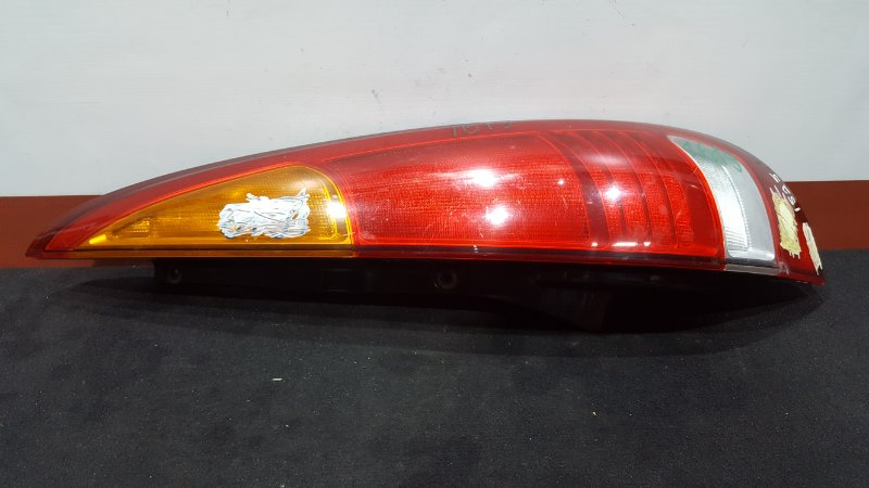 Задний фонарь Nissan Tino HV10 QG18DE задний правый 220-63522 (б/у)
