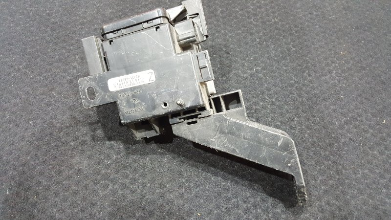 Блок электронный Toyota Land Cruiser UZJ200 2007 7 ящик. (б/у)