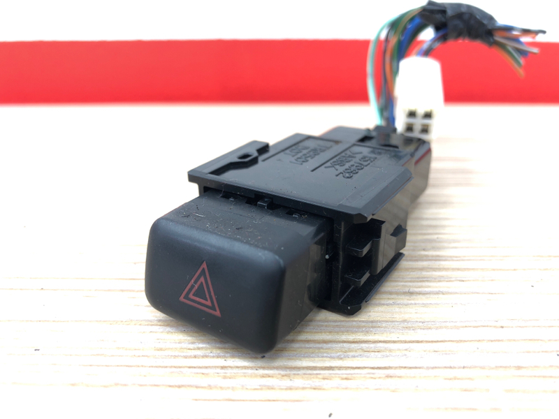 Кнопка включения аварийной сигнализации Toyota Mark Ii JZX100 1JZ 1996 (б/у)