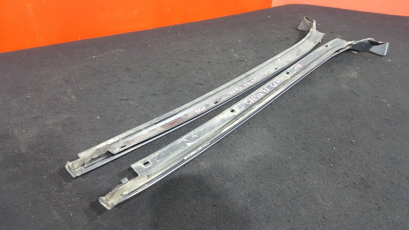 Молдинг лобового стекла Toyota Cresta GX100 1G 1997 правый (б/у)
