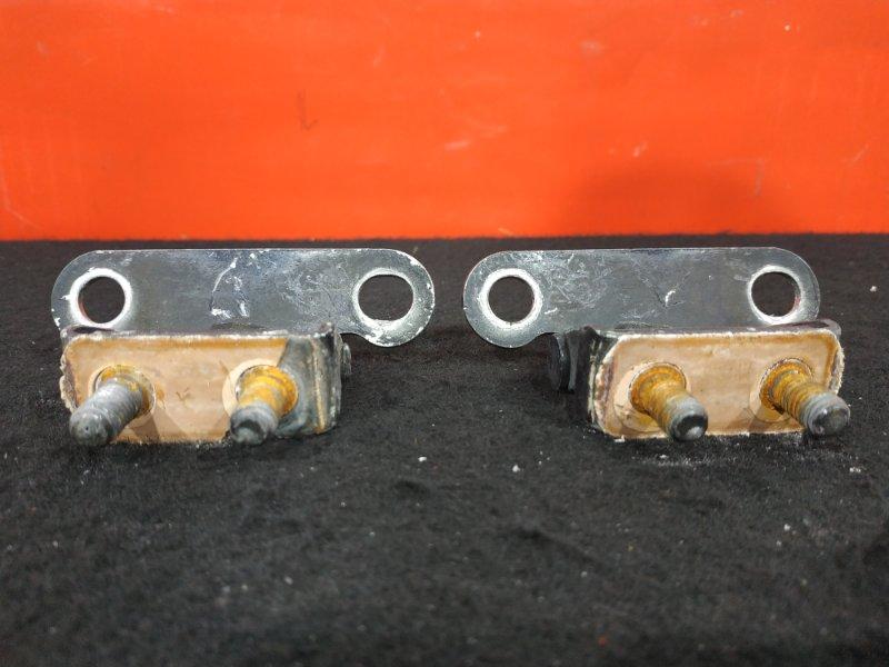 Крепление двери багажника Toyota Corolla Fielder NZE121 1NZ 2003 Продаётся парой. Цена указана  (б/у)