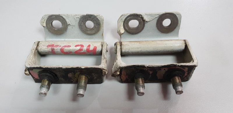 Крепление двери багажника Nissan Serena TC24 QR20 2000 2шт. (б/у)