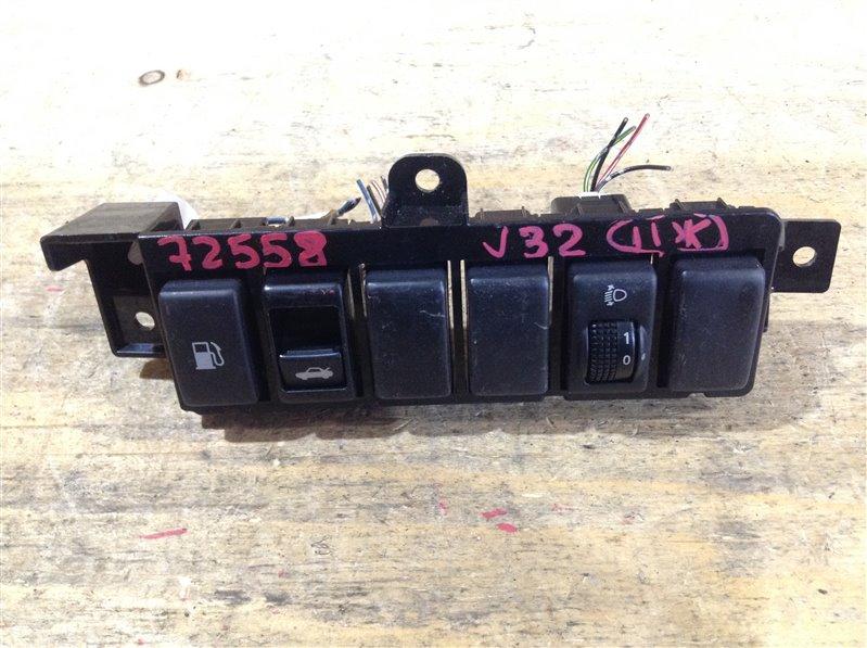 Блок кнопок Nissan Teana J32 VQ25DE 2008 72558 Кнопка открывания лючка бензобака, кнопка (б/у)