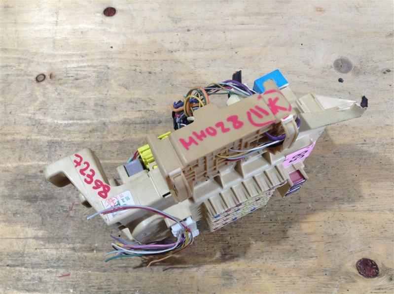Блок предохранителей салонный Toyota Kluger MHU28 3MZ 2005 72398 (б/у)