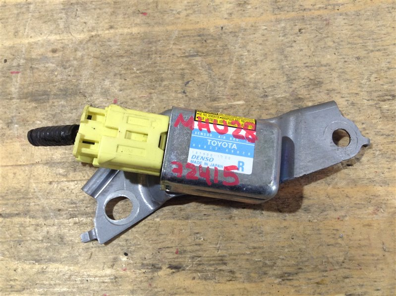 Датчик airbag Toyota Kluger MHU28 3MZ 2005 72415, 89833-48020 (б/у)