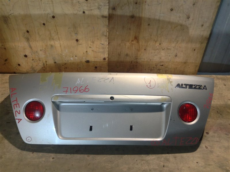 Крышка багажника Toyota Altezza SXE10 3S 1998 71966 (+21.05.20) Подмята (см. фото). 11С.[Т]. (б/у)