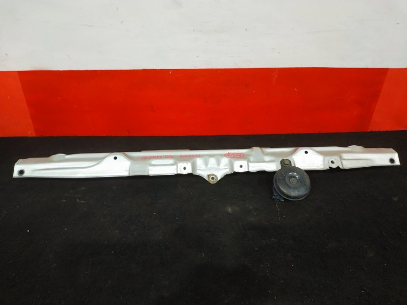 Рамка радиатора Toyota Ipsum ACM21 2AZ 2003 Верхняя планка. (б/у)