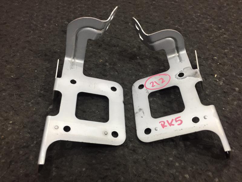 Крепление магнитолы Honda Stepwgn RK5 R20A 2012 39161-SZW-000 Продаются парой, цена за пару. (б/у)