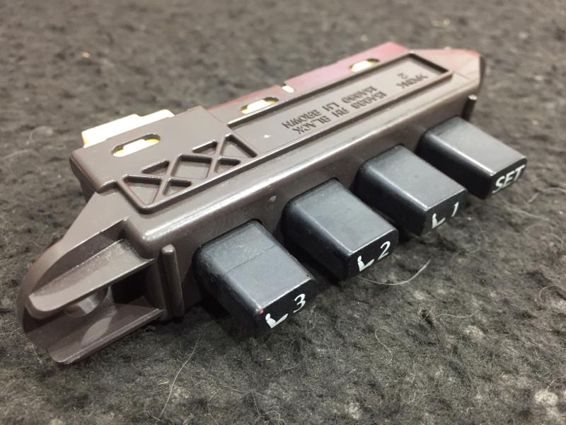Кнопка памяти сидений Lexus Is250 GSE25 4GR 2006 левая 84070-53040 (б/у)