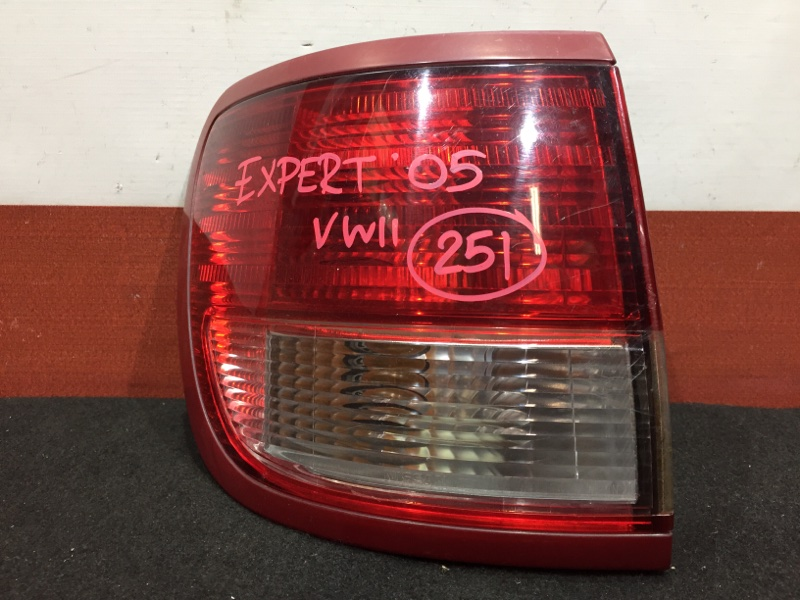Задний фонарь Nissan Expert VW11 QG18 2005 задний левый 220-24767 (б/у)