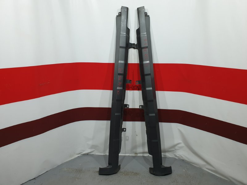 Порог пластиковый Honda Cr-V RE4 K24A 2008 Продаются парой, цена за пару. Есть дефект (б/у)