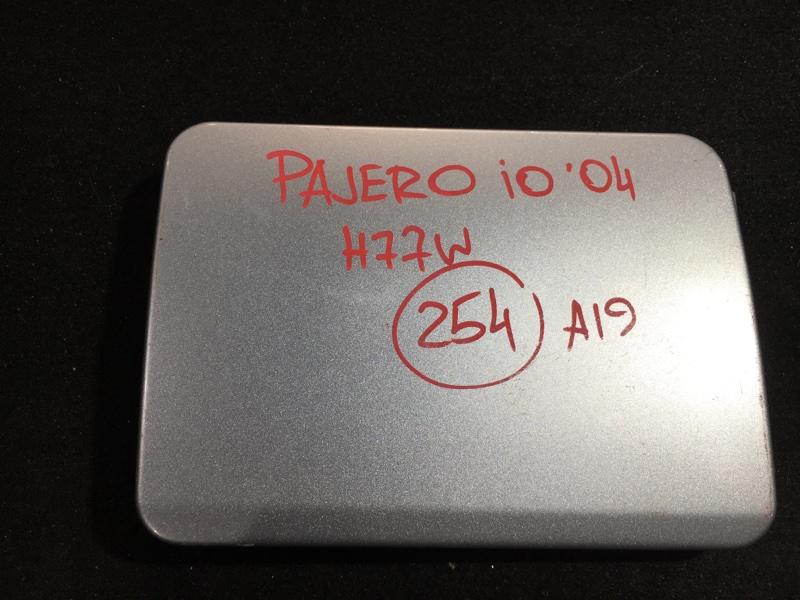 Лючок топливного бака Mitsubishi Pajero Io H77W 4G94 2004 (б/у)