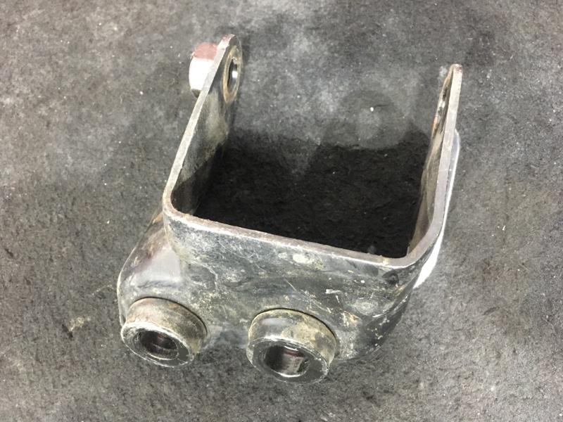 Кронштейн опоры двигателя Honda Stepwgn RF2 B20B 2000 правый (б/у)