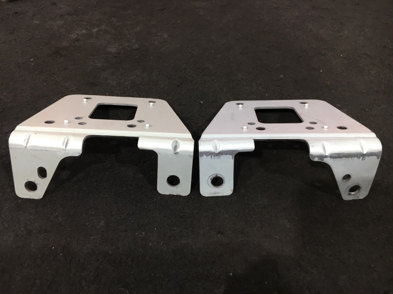Крепление магнитолы Mazda Premacy CP8W FP 2004 Продаются парой, цена за пару. (б/у)