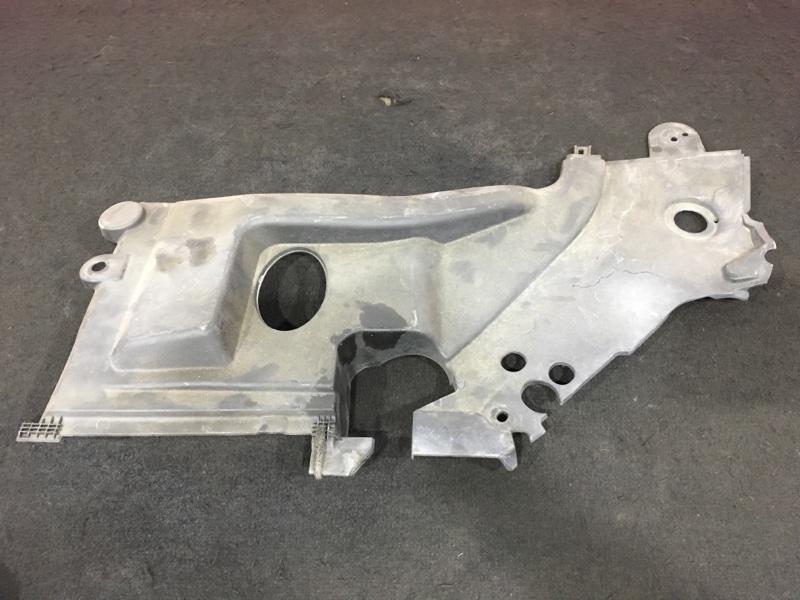 Дефлектор радиатора Toyota Avensis AZT250 1AZ-FSE 2005 правый 53795-05020 Дефект: небольшой скол (см. (б/у)