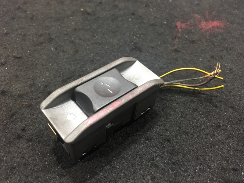 Кнопка люка Bmw 7-Series E65 N62B44A 2004 (б/у)