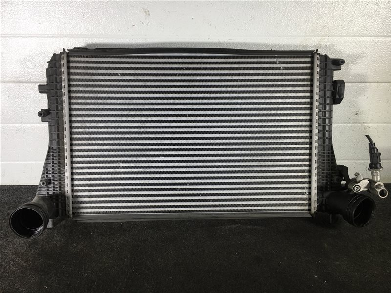 Радиатор охлаждения двигателя Volkswagen Jetta 1K2 BLG 2008 501624 Радиатор кондиционера (б/у)