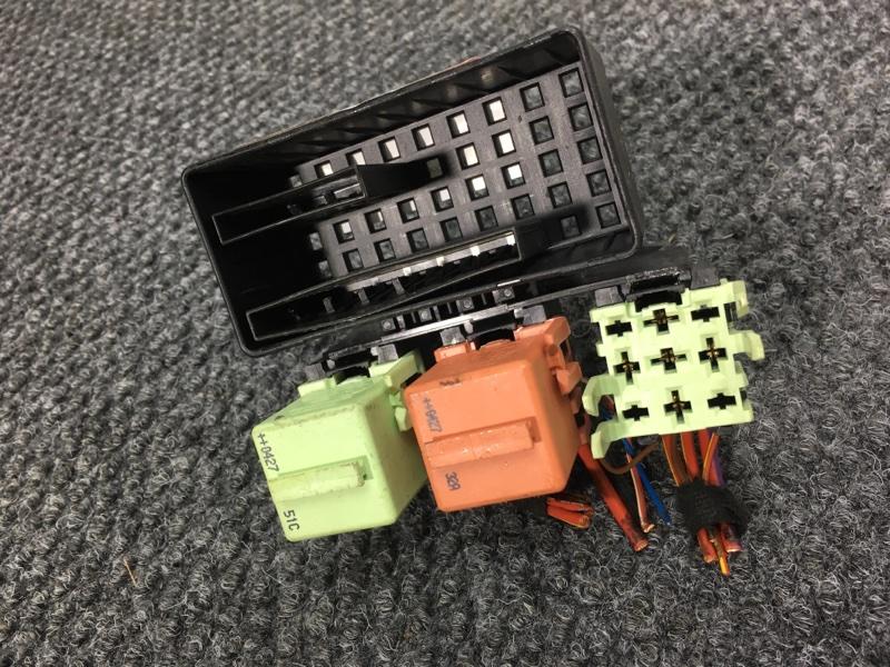 Блок реле Bmw 7-Series E65 N62B44A 2004 61138366568, 12631742690 48 ящик. (б/у)