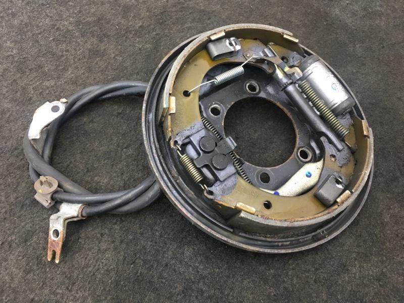 Рабочая тормозная система Honda Fit GD2 L13A 2004 задняя левая В сборе с тросом ручника. (б/у)