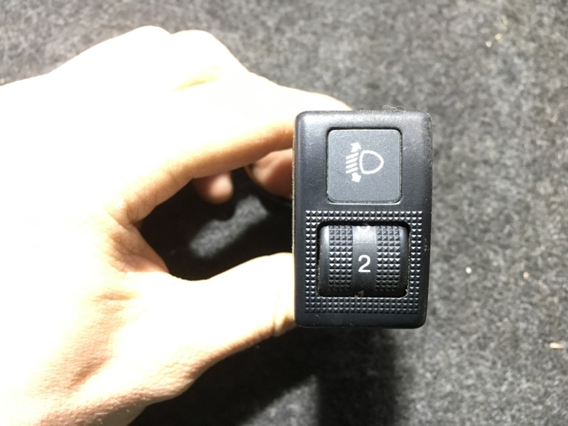 Кнопка регулировки фар Nissan Vanette SKF2MN RF 2007 (б/у)