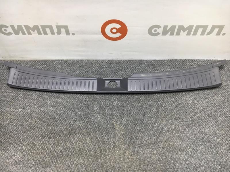 Панель замка багажника Nissan Wingroad WFY11 QG15 2000 (б/у)