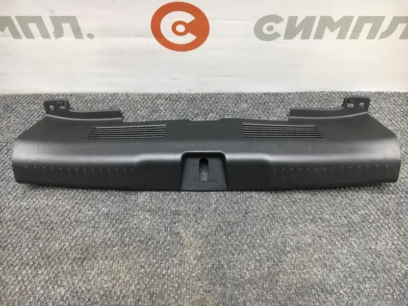 Панель замка багажника Honda Fit GD4 L15A 2003 (б/у)