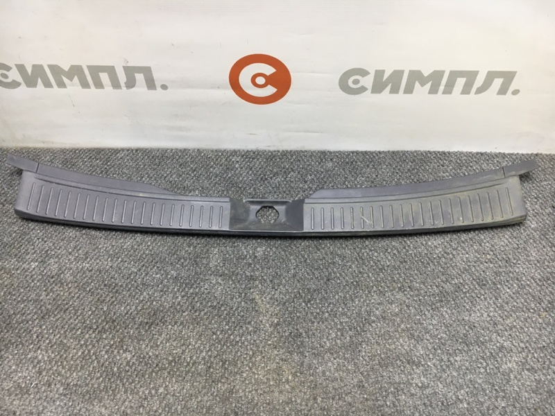 Панель замка багажника Nissan Wingroad WFY11 QG15 2004 (б/у)