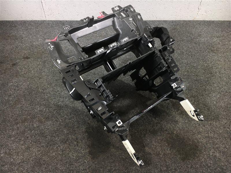 Крепление магнитолы Audi Q5 8RB CDN 2009 502555 Дефект (см. фото). (б/у)