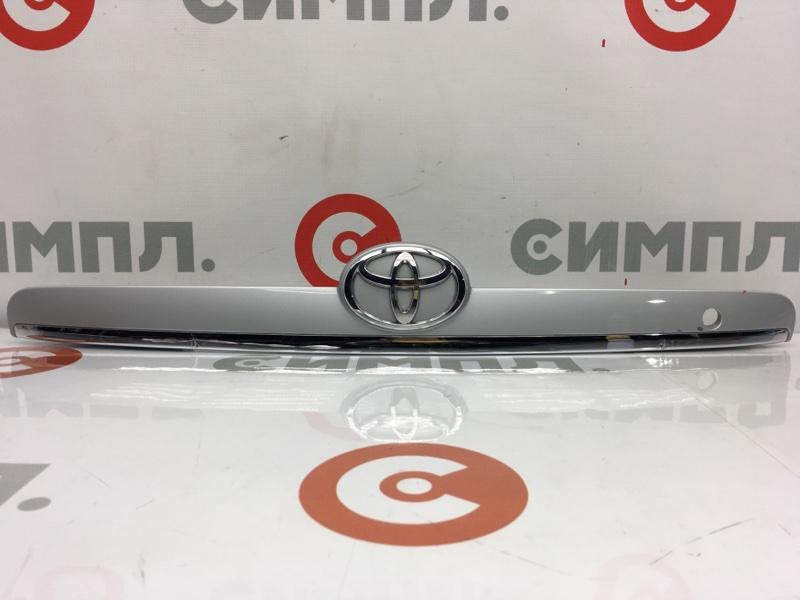 Накладка на дверь багажника Toyota Corolla Fielder NZE121 1NZ 2003 Царапины на хром накладке. (б/у)