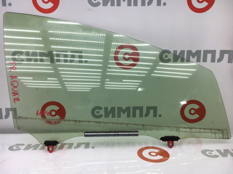 Стекло боковое Toyota Aqua NHP10 1NZ-FXE 2012 переднее правое (б/у)