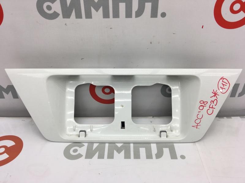 Рамка для крепления номера Honda Accord CF3 F18B 2001 задняя Сломано крепление (см. фото). (б/у)