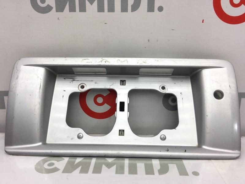 Рамка для крепления номера Toyota Camry SV40 3S 1995 задняя На крышку багажника. (б/у)