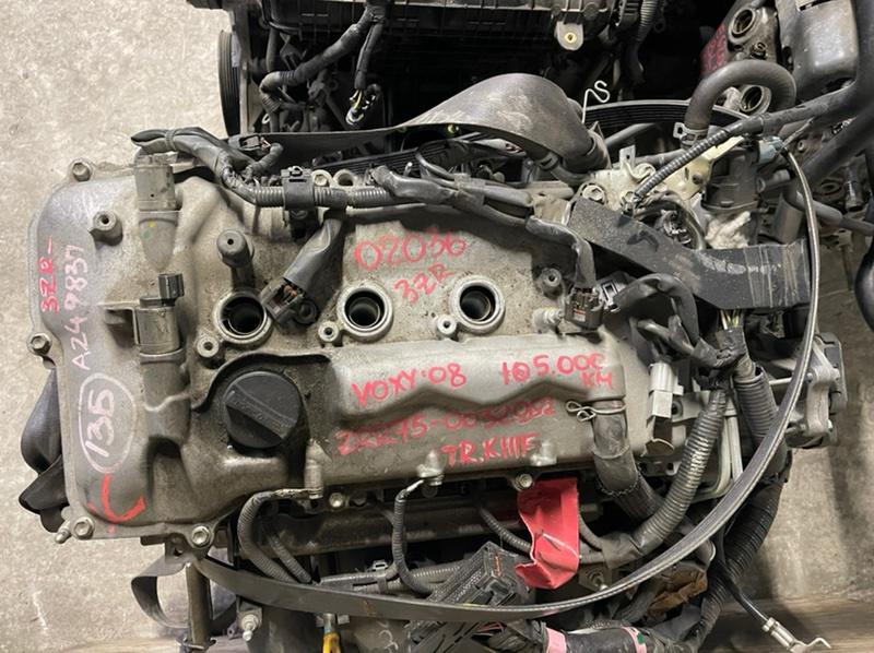 Коллектор впускной Toyota Voxy ZRR75 3ZR 2008 (б/у)