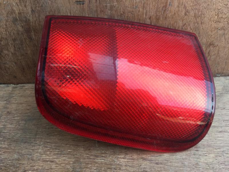 Задний фонарь Nissan Mistral KR20 TD27B 1996 задний левый 7R-025026, 015026 Трещина (см. фото). (б/у)